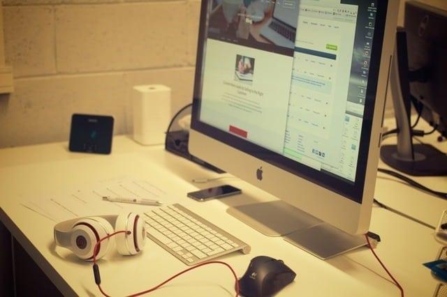 creative-apple-desk-office (3)
