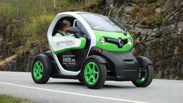 electric-car-789325_640